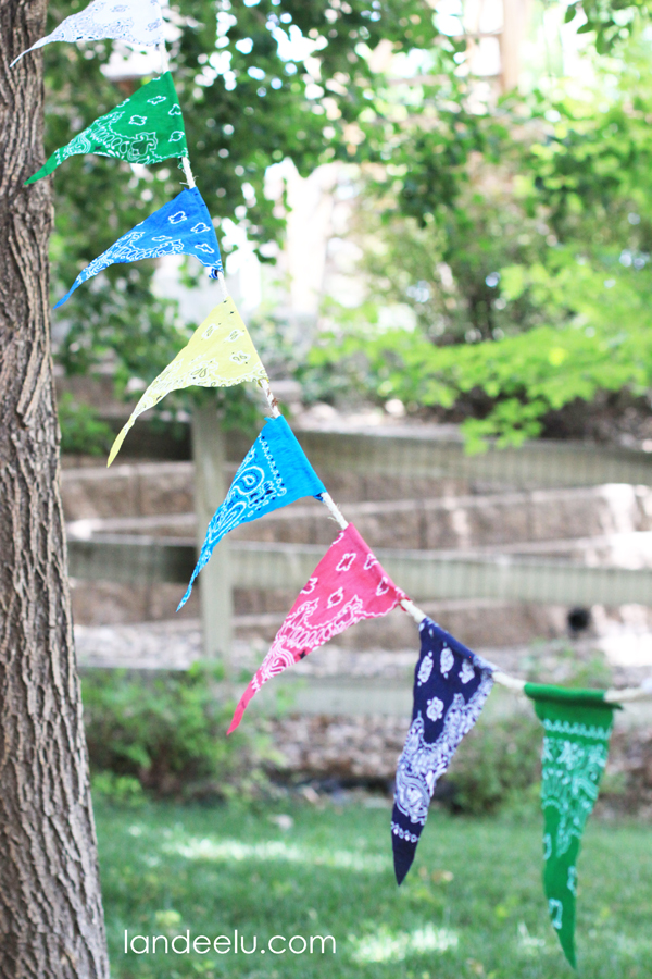 Easy DIY Bandana Party Banner from landeelu.com