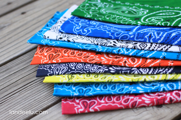 How to make an easy Bandana Banner for summer parties!