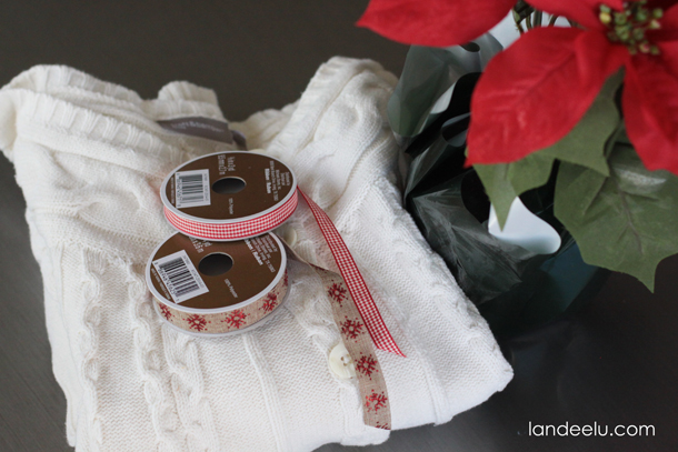 Sweater Christmas Craft: Poinsetta Pot Cover  | landeelu.com  What a fun way to dress up a poinsetta pot to give as a gift or have in your home at Christmas!