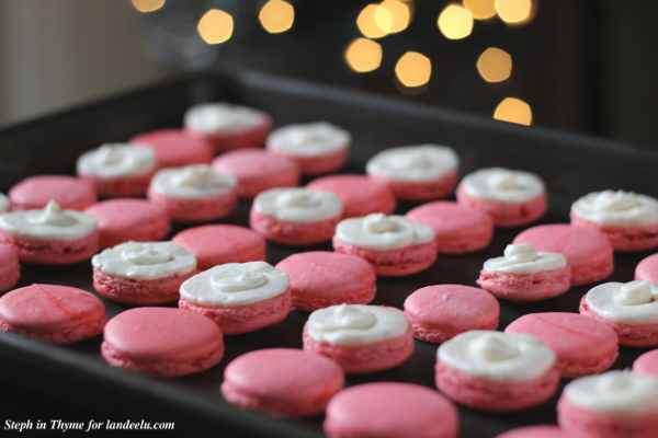 Candy Cane Macarons l Steph in Thyme for landeelu.com