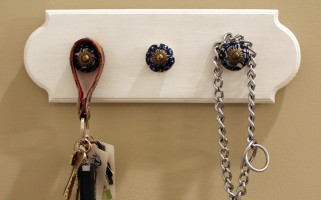 DIY Key Hook | landeelu.com   Make this easy project in less time than it takes you to find your keys sometimes! :)
