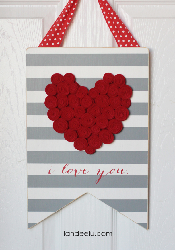 DIY Valentine's Day Sign with Felt Rosettes  | landeelu.com  Such a cute sign to make for Valentine's Day this year!