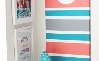 DIY Monogram Bulletin Board  | landeelu.com  Such an easy way to customize a boring bulletin board for any space!