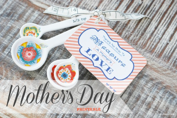 Mother's Day Gift Idea | landeelu.com  Download this beautiful tag and attache to measuring spoons or cups as a creative and fun gift for Mother's Day!