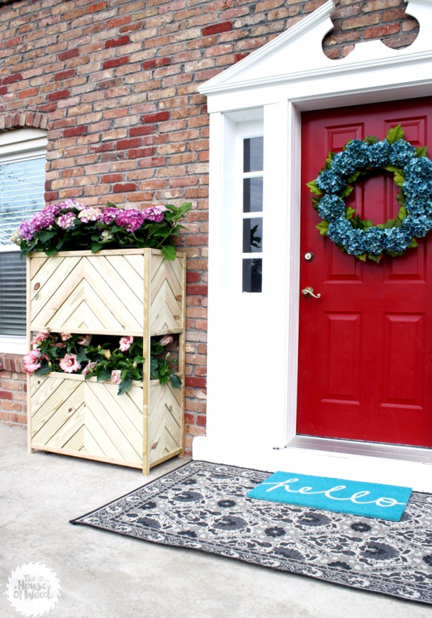 Jen Woodhouse DIY two tiered vertical planter with plans roundup for landeelu dot com