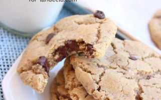 Mrs. Field's Chocolate Chip Cookies | landeelu.com Blended oats, grated chocolate and sea salt make these chocolate chip cookies something special!
