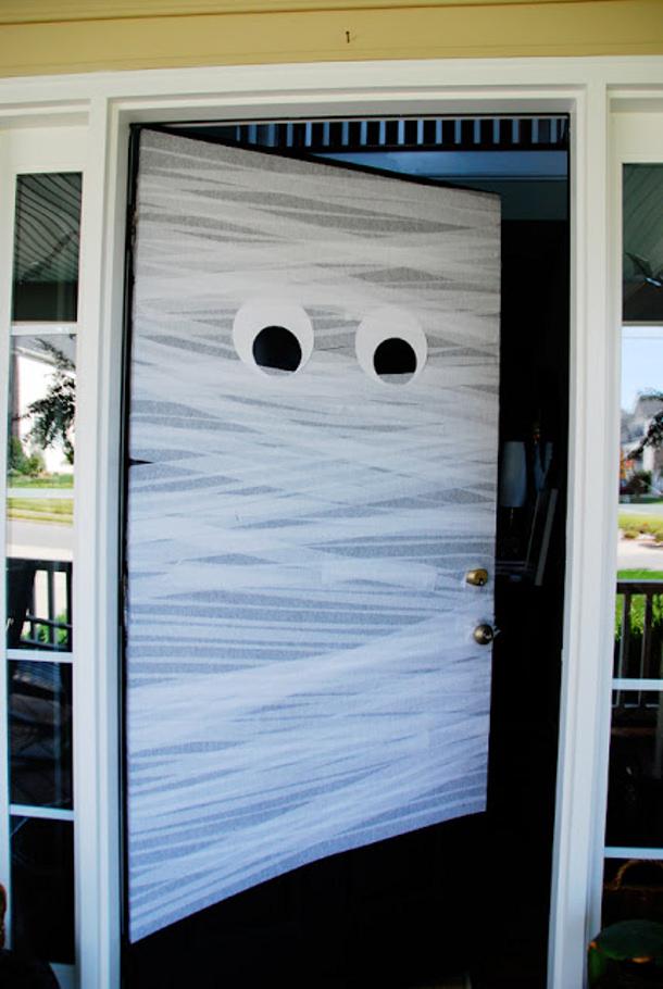 Halloween door decor ideas for Super cheap home decor