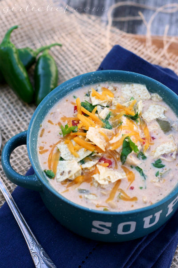 Spicy Crockpot White Chicken Chili via GIRLICHEF