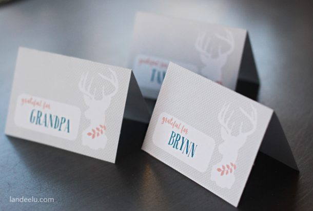 Printable Thanksgiving Place Cards    landeelu.com  Add text or hand write your Thanksgiving guest's names on these adorable printable place cards!