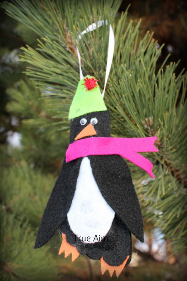 footprint-penguin-ornament true aim