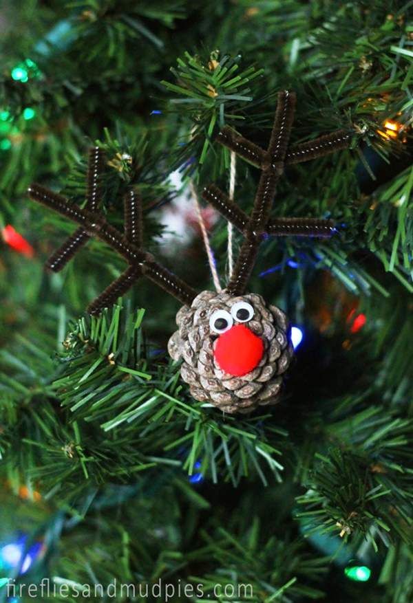 Pretty winter crafts using pinecones for Pine cone christmas ornaments crafts