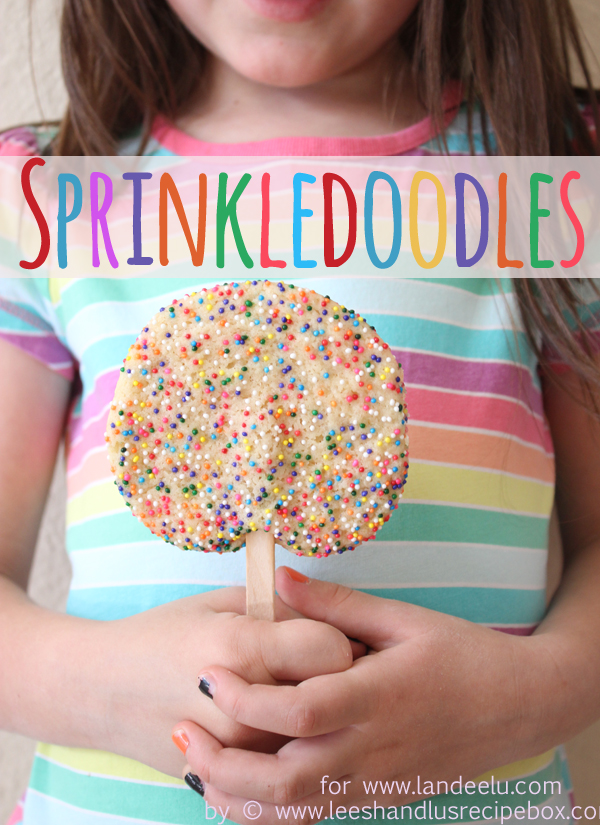 Sprinkledoodles: Cookies On a Stick! | landeelu.com The only thing better than a cookie is a cookie on a stick! So fun!