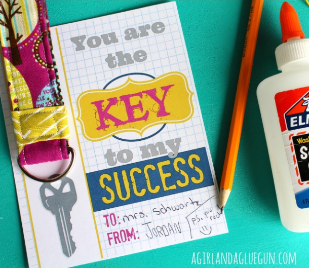 "DIY Ideas - DIY Fabric Keychain Tutorial and FREE Printable ""You are the KEY to my SUCCESS"" 