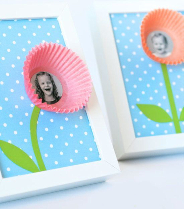 DIY gift ideas for Mothers Day - Cupcake Liner Bloom Photo collage DIY Tutorial
