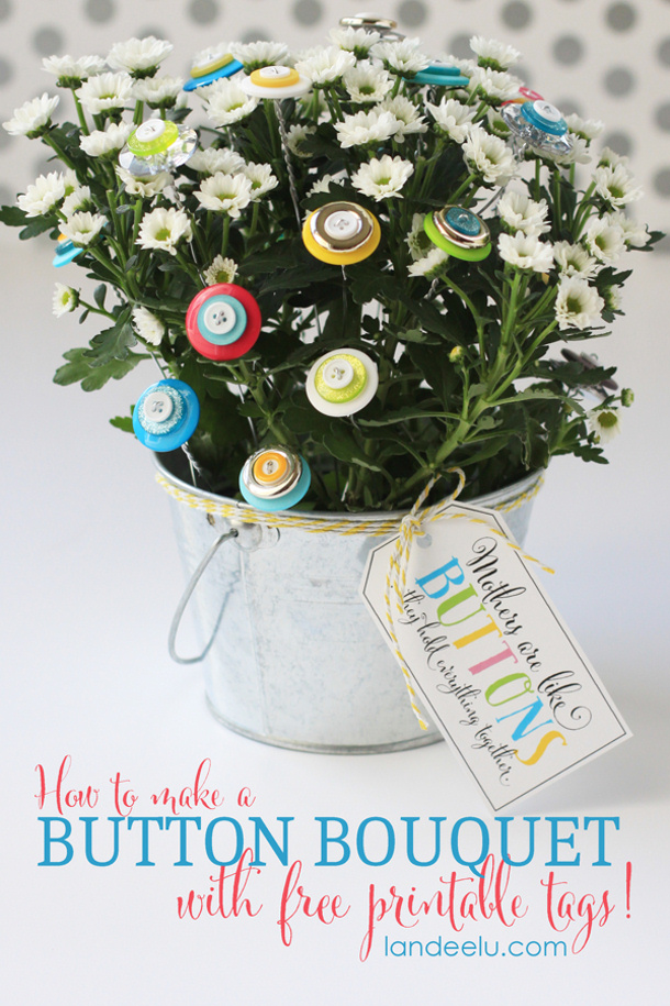 DIY gift ideas for Mothers Day - DIY How-To-Make-A-Button-Bouquet-Gift via Landeelu FREE Gift Tags Mothers are the Buttons that Hold Us Together