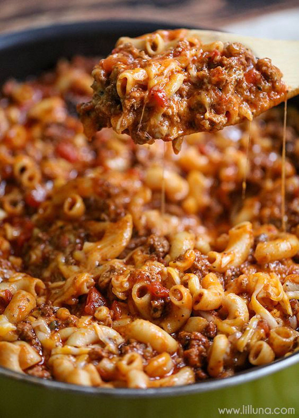 Ground Beef Recipes - Cheesy Beef Goulash via lil luna