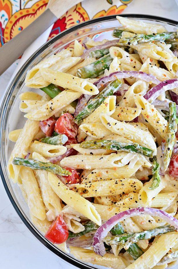 Pasta Salad Recipe - Asparagus Pasta Salad Recipe with Creamy Lemon Dressing - perfect for potlucks and BBQs via Tidy Mom