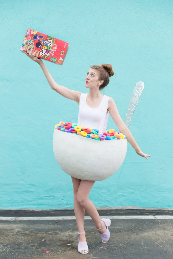 http://www.landeeseelandeedo.com/wp-content/uploads/2016/08/DIY-Halloween-Costumes-Ideas-Cereal-Bowl-with-Spoon-Costume-DIY-Tutorial-via-Studio-DIY.jpg