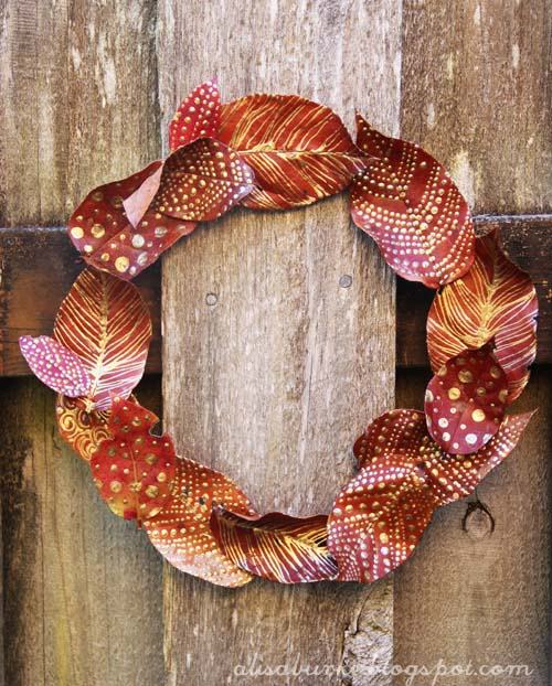 DIY projects - Fall Wreaths - A simple and beautiful fall wreath made from real leaves using glittery gold paint and glue via Alisa Burke