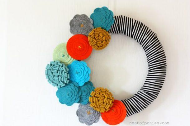 DIY projects ideas - Fall Wreaths - FASHION FORWARD FALL FELT FLOWER WREATH AKA FFFFFW via Nest of Posies