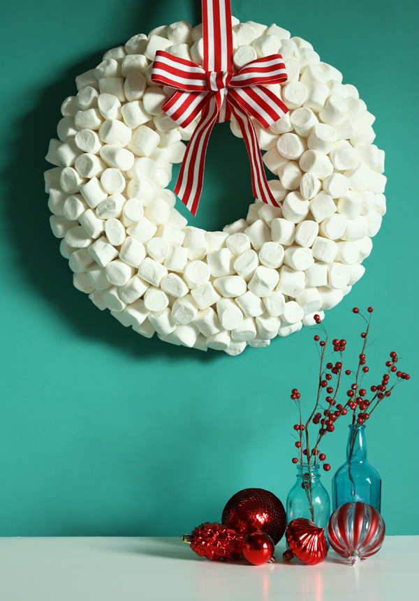 Holiday DIY: Marshmallow Wreath Tutorial   The Sweet Escape