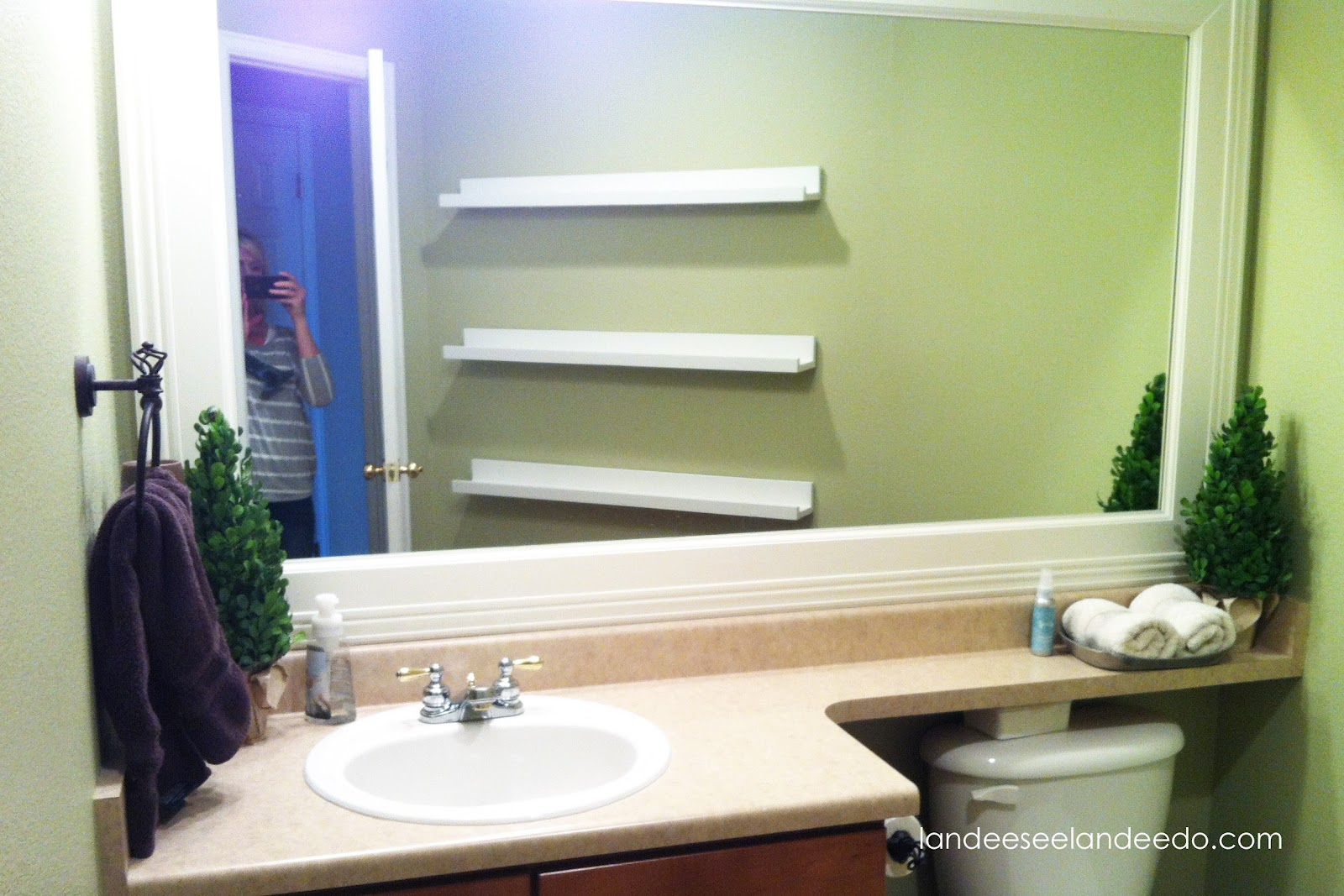 Bathroom Ledge Shelf. Water Under Tiles In Bathroom