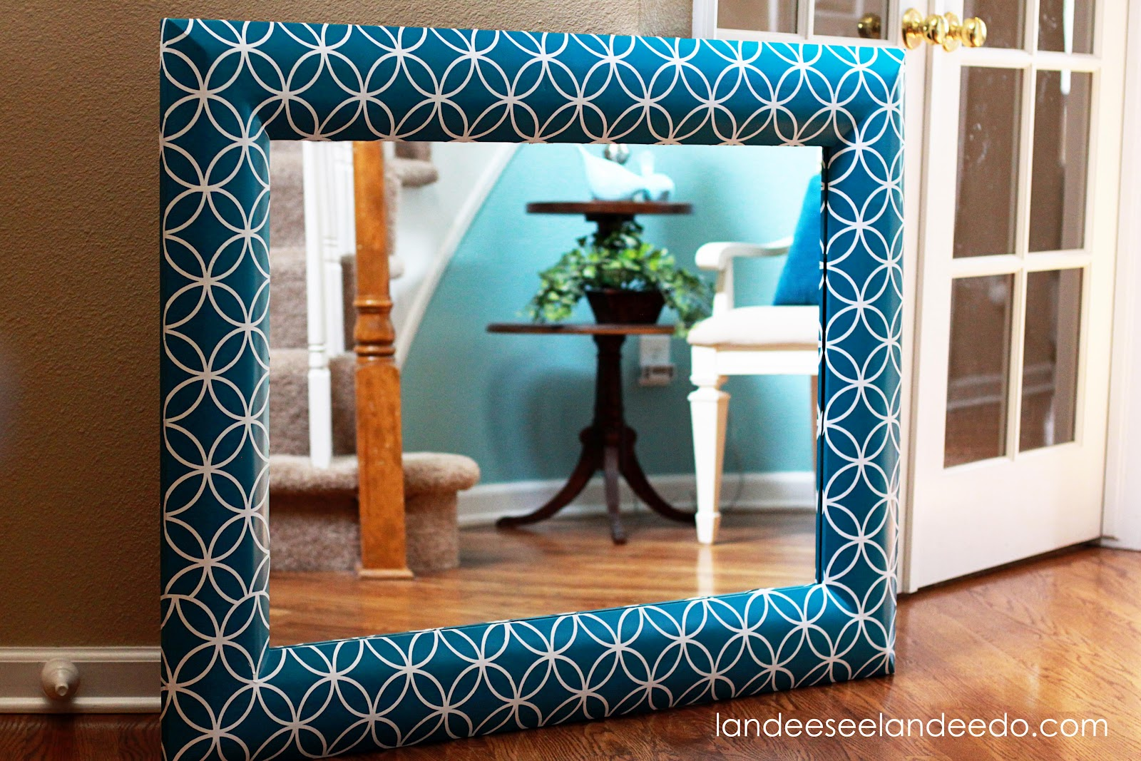 Mirror Makeover DIY Step-by-Step Tutorial {using Vinyl!} - landeelu.com